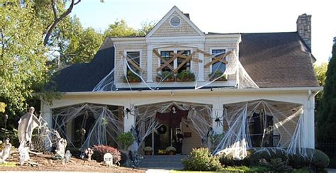 40 Spooky Halloween Decorating Ideas For Your Stylish Home