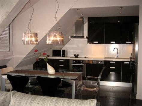 grande cuisine moderne vos photos de cuisines grande cuisine moderne couleur chocolat dans mini loft