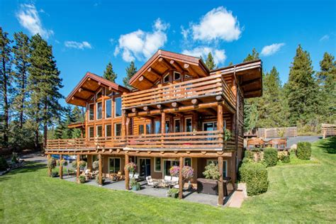 All cabins have a warmth that is inviting to relax in. Gallery - Bigfoot Lodge - Hood River, Oregon