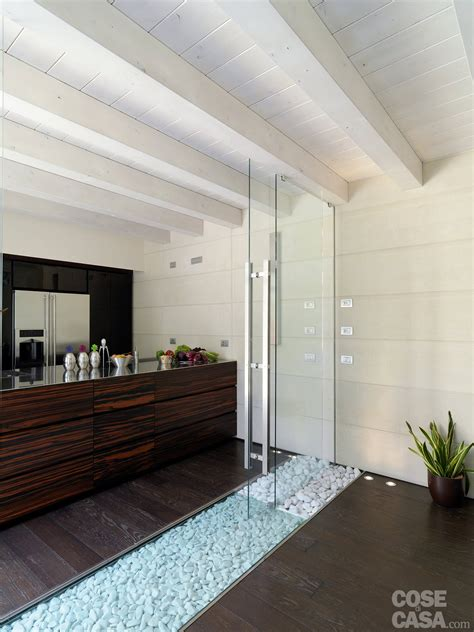Una Casa Con Un Patio Centrale Che Illumina E Collega