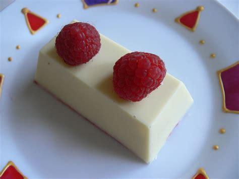 mini buche framboise coco pour la f 234 te des amoureux pauline en fait tout un plat