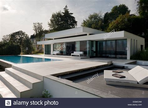 Moderner Bungalow by Modern Bungalow With Infinity Pool In The Kent Sussex