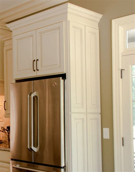 kitchen cabinets around refrigerator decorative doors cliqstudios traditional 5911