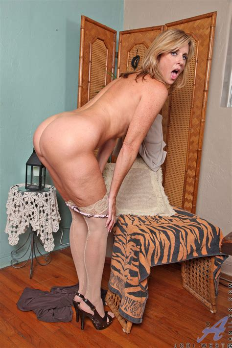 Freshest Mature Women On The Net Featuring Anilos Jodi West Horny Anilos