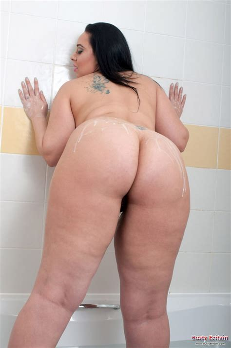 Anastasia Lux Naked Shower For Busty Britain Curvy Erotic