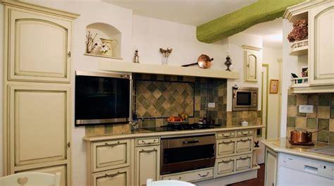 cuisine repeinte deco cuisine cagnarde cuisine rustique moderne
