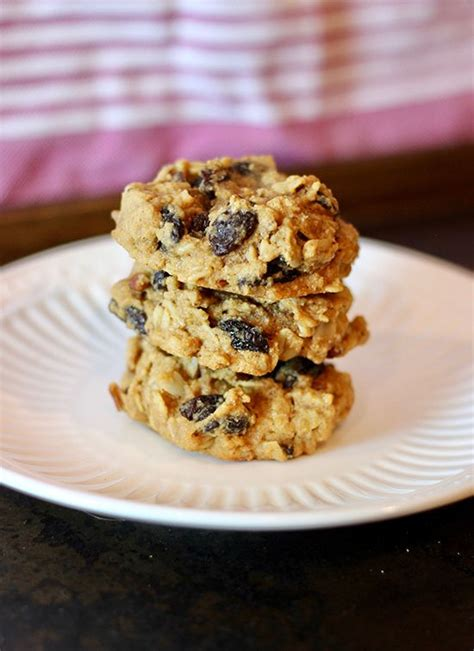 Whisk together the flaxseed and water in a small bowl. Five Spice Oatmeal Raisin Cookies   Recipe   Paleo sweets recipes, Low sugar dessert recipes ...