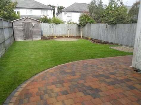 Garden With Patio by Circular Patio Raised Patio Garden Design Roschoill