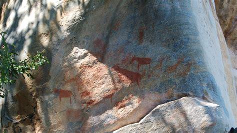ここはまるで砂漠のルーブル美術館!ボツワナの世界遺産ツォ ...
