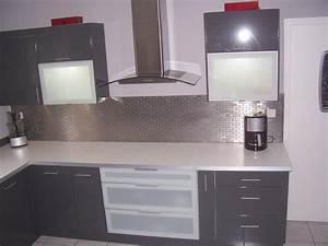 Conseil idee deco cuisine gris et blanc for Idee deco cuisine avec meuble de cuisine blanc et gris