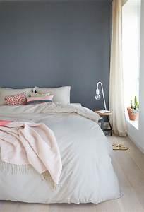 Grau Blau Farbe : ein h bsches blau grau als wandfarbe im schlafzimmer www ~ A.2002-acura-tl-radio.info Haus und Dekorationen