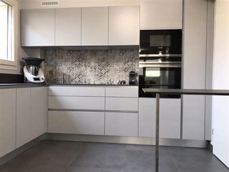 credence cuisine carreau ciment crédence design 7 matériaux de choix le d 39 arthur