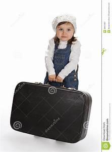 Valise Bébé Fille : petite fille tirant une valise lourde photographie stock libre de droits image 30873487 ~ Teatrodelosmanantiales.com Idées de Décoration