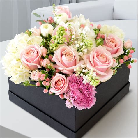 Flower Box mixed floral box flowers oman flowers gifts in muscat