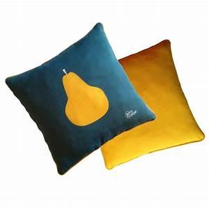 Commode Bleu Canard : coussins illustration pomme poire r tro boutique ~ Teatrodelosmanantiales.com Idées de Décoration