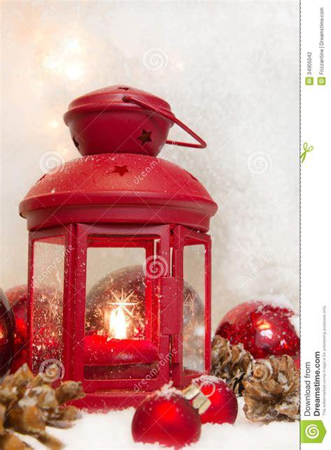fermez vous de la lanterne avec des boules et des c 244 nes pour no 235 l av 232 nement de carte de