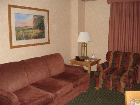 2 bedroom suites in omaha ne family room in 2 bedroom suite picture of embassy suites