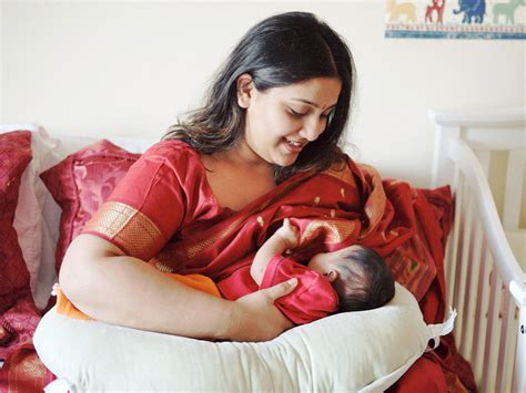 Guide To Breastfeeding Accessories Photos Babycenter India