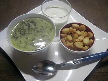 cuisiner l oseille fraiche recette de soupe à l 39 oseille à la crème fraiche aux