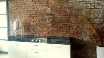 steinwand wohnzimmer paneele rustikale steinwand in ziegelsteinoptik mit kunststeinpaneelen