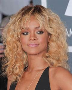 Pictures : Rihanna Long Hairstyles - Rihanna Blonde Curly Hair