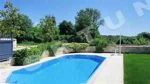 Haus Mit Schwimmbad : haus mit einem schwimmbad in der n he von porec kroatien ~ Frokenaadalensverden.com Haus und Dekorationen