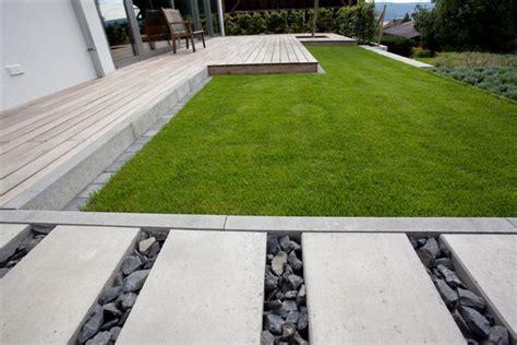 Moderner Garten Mit Steinen by Moderner Garten Mit Holz Und Stein Living Garden
