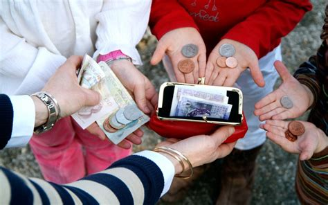 parents are paying children in digital currency report 490   child pocket money 2525347k