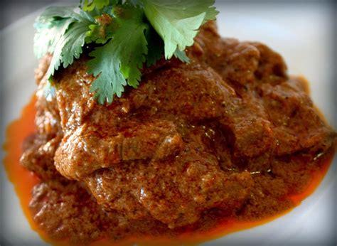 Teksturnya yang lembut dan tidak pengus (seperti daging kambing) menjadi … Resep Rendang Daging Sapi Pedas