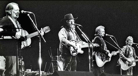 The Highwaymen Pay Tribute To Guy Clark With 'desperados