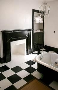 Salle De Bain Noire Et Blanche : salle de bains noire et blanche avec le baquet image stock ~ Melissatoandfro.com Idées de Décoration