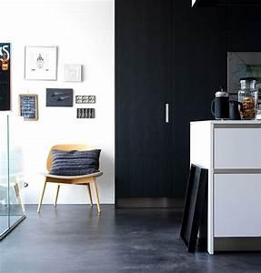 Für Zaghafte: Schrank statt Wand schwarz streichen Bild