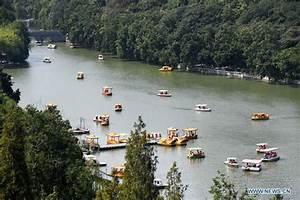 Tourists enjoy National Day holiday across China - 抓站 News ...