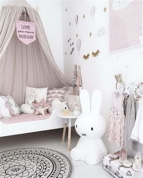 idee deco chambre de petite fille epuree  feerique
