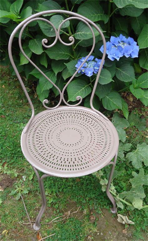 chaise en fer forgé de jardin cinq chaises anciennes de jardin en fer forgé