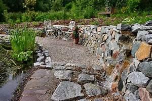 Steinmauer Mit Wasserfall : steinmauer mit teich und sitzgelegenheit ~ Markanthonyermac.com Haus und Dekorationen