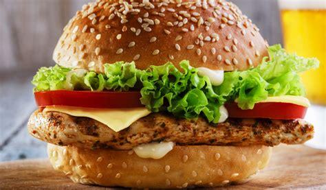 Receptes.lv - Vistas gaļas brokastu burgers