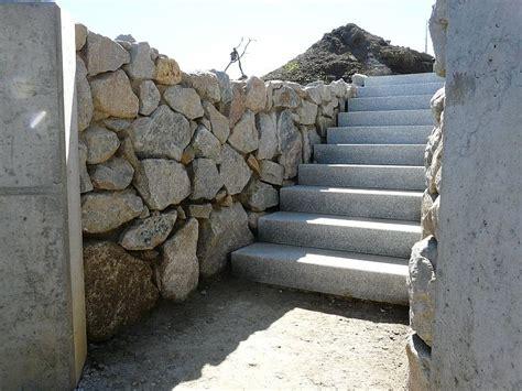 Mörtel Für Natursteinmauer by Gartenbau Natursteinmauer Aus Granit In M 246 Rtel Versetzt