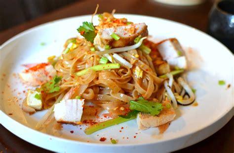 recette cuisine thailandaise recette pad thaï au poulet la recette thaï emblématique