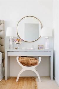Miroir Avec Lumiere Pour Coiffeuse : jolie coiffeuse avec miroir 40 id es pour choisir la meilleure meubles pinterest miroir ~ Teatrodelosmanantiales.com Idées de Décoration