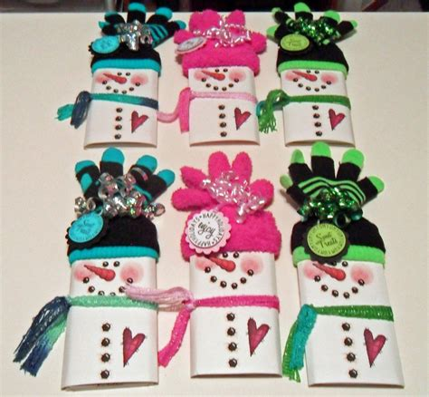 One 12 ounce bag makes about 14 to 16 wrappers. christmas candy bar wrappers using socks for hat | saw these Snowman Candy Wrappers last year on ...