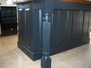 Island Posts to Fit Three-Sided Skirting for Kitchen