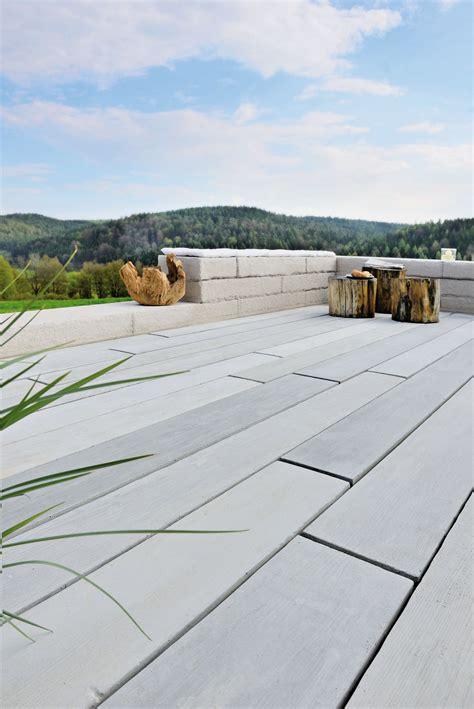 Terrassendielen Beton Holzoptik terrassendiele aus beton in verbl 252 ffender holzoptik