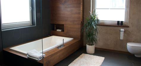 Baden In Holz by Badezimmer Zum Baden Duschen Und Relaxen Holzdesign Im