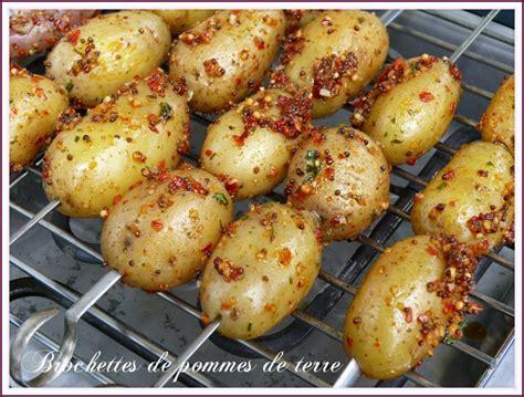 canette et brochettes de pommes de terre marin 233 es le