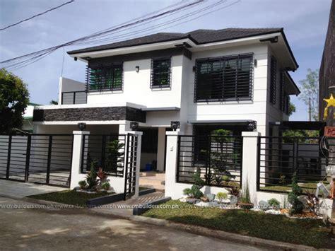 Modern Farmhouse House Plan 098-00296