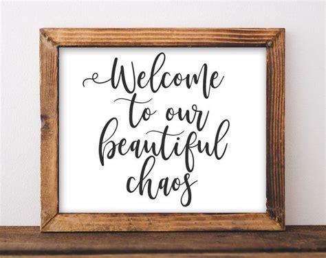 Elke dag worden duizenden nieuwe afbeeldingen van hoge kwaliteit toegevoegd. Printable Wall Art Welcome to our crazy beautiful life printables DIY home entryway decor rustic ...