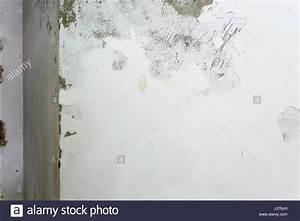 Aufsteigende Feuchtigkeit Innenwand : peeling paint wall interior stockfotos peeling paint wall interior bilder seite 2 alamy ~ Frokenaadalensverden.com Haus und Dekorationen