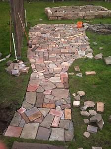 Gartenweg Anlegen Günstig : pflastersteine im garten plattenbelag terrassenplatten ~ Lizthompson.info Haus und Dekorationen