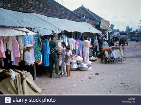 amerikanischer shop kleidung war 1957 1975 stockfotos war 1957 1975